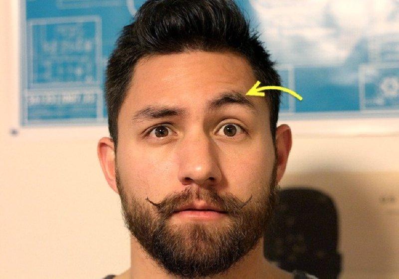 体の珍しい8つの特徴、その5:片方の眉だけ動かす