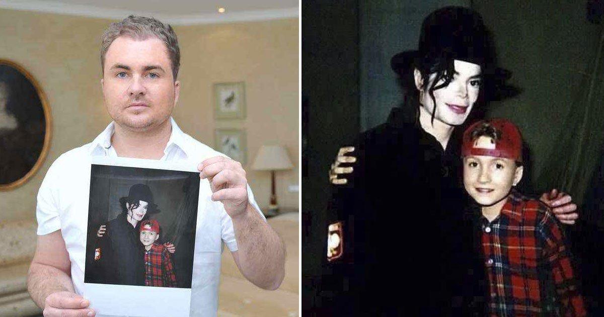 michael jackson sickening messages.jpg?resize=412,232 - Des messages dérangeants de Michael Jackson écrits sur un livre pour un enfant