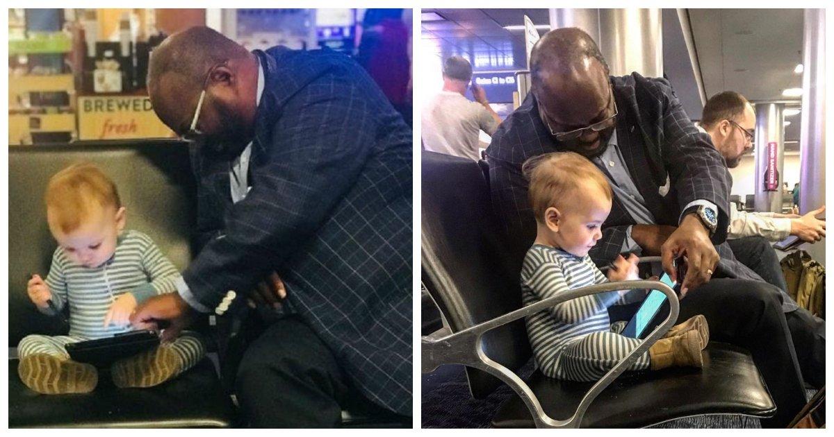 stranger.jpg?resize=412,232 - Un papa remarque qu'un étranger se lie d'amitié avec sa petite fille à l'aéroport et decide d'en parler en ligne et cela devient viral