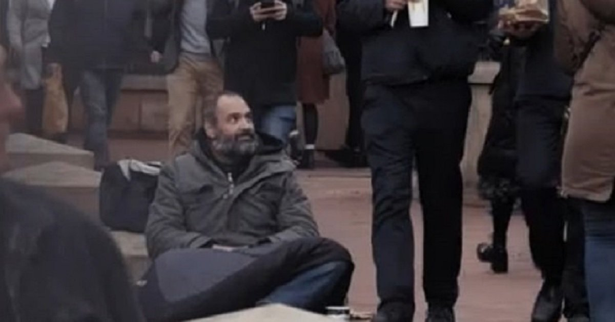 """b4.jpg?resize=412,232 - """"Homeless"""" Beggar Makes Up To $790 A Day In London"""