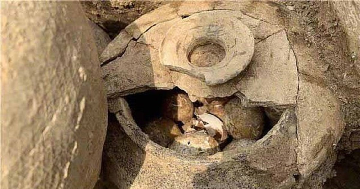 """e3 3.jpg?resize=1200,630 - A Jar Of 2,500-Year-Old """"Millennium Eggs"""" Was Discovered In China"""