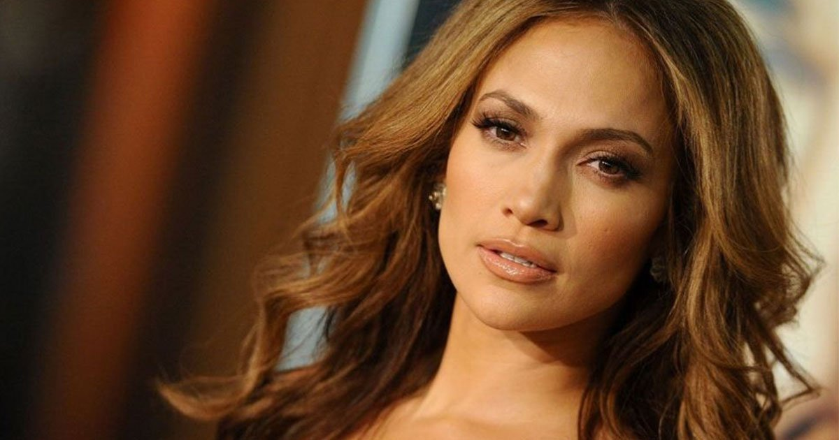 jennifer lopez offered up dating advice to helps a stranger navigate tinder for the very first time.jpg?resize=412,232 - Jennifer Lopez Says 'Guys Are Useless Until They're 33'