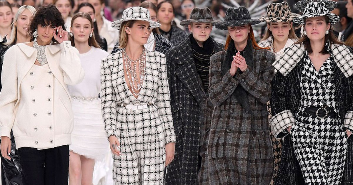 karl lagerfelds final collection honoured with spectacular alpine themed paris fashion week presentation.jpg?resize=412,232 - Karl Lagerfeld's Final Collection Honored With Spectacular Alpine-themed Paris Fashion Week Presentation