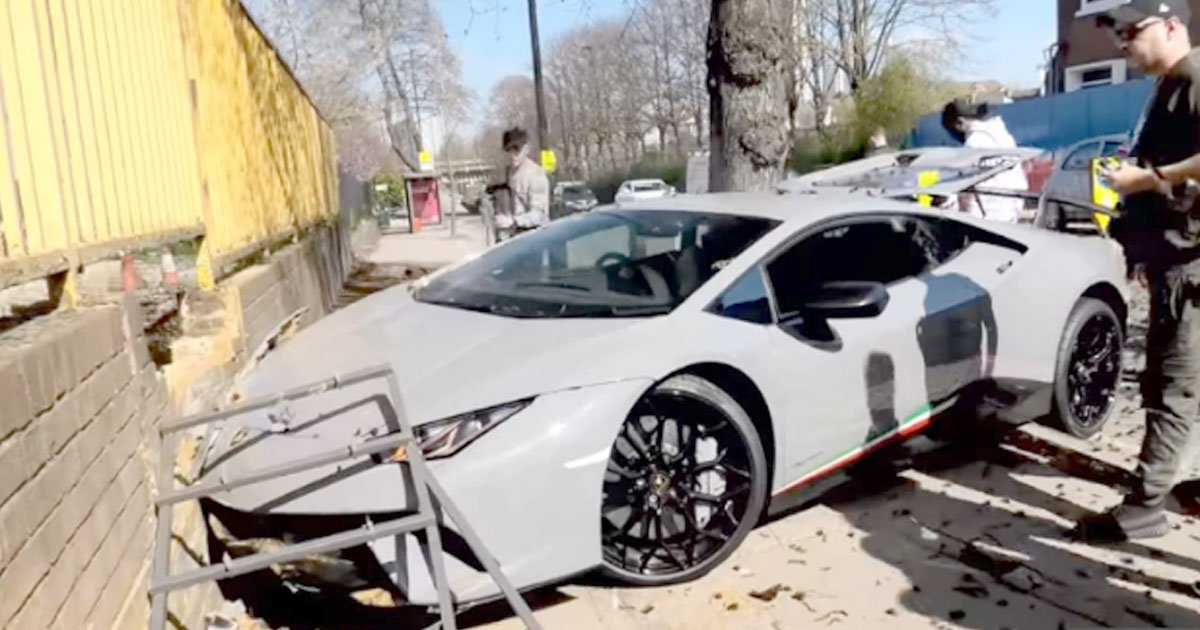 lamborghini driver lost control and smashed into a tree and a brick wall on a narrow london street.jpg?resize=412,232 - Lamborghini Driver Tries To Show Off, Wrecks His $280K car
