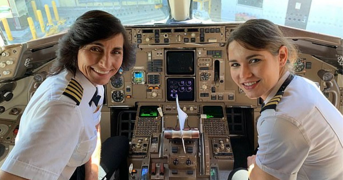s2 17.png?resize=412,232 - Delta Airline's Flight Was Flown by A Mother and Daughter Team, A Passenger Discovered