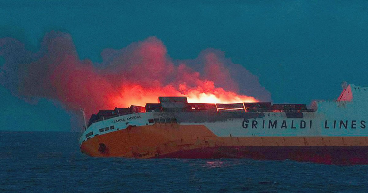 ship sank 2000 cars.jpg?resize=1200,630 - Italian Container Ship Carrying 2000 Cars Caught Fire And Sank In The Atlantic Ocean