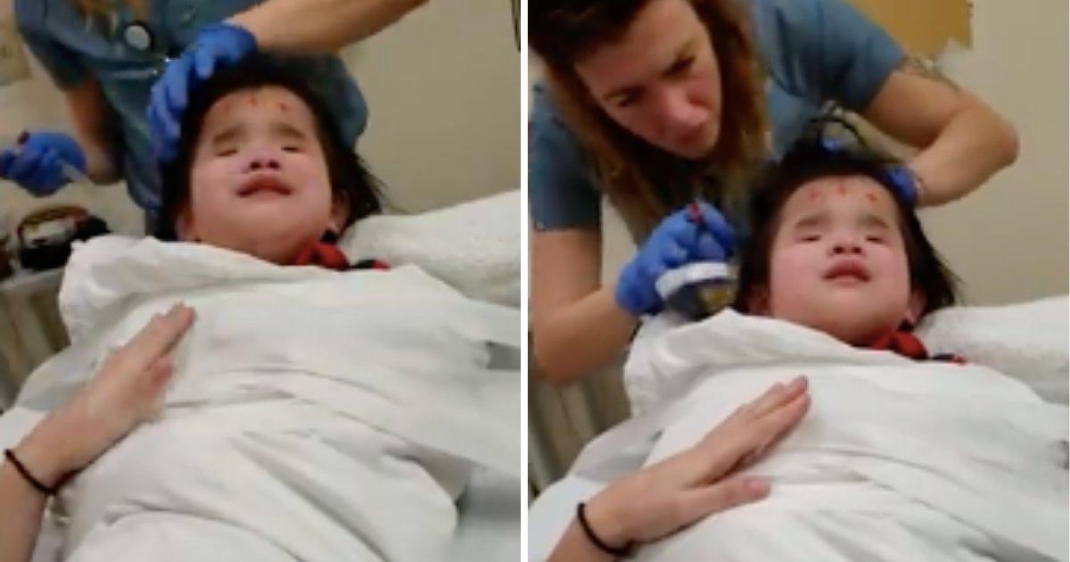untitled design 1.png?resize=1200,630 - Le plus grand cauchemar de cette fillette de 8 ans aveugle sont les rendez-vous chez le médecin, et le musicothérapeute est son compagnon indispensable