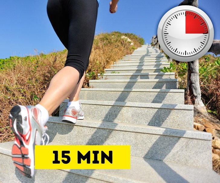 15-Minute Belly Fat Workout for Those Who Are Too Busy toGo tothe Gym