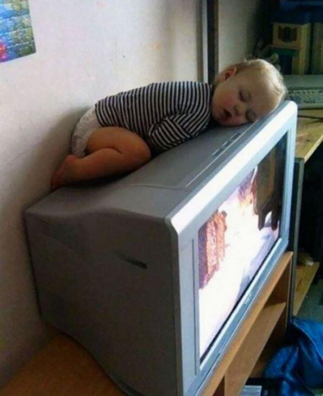 criancas-dormindo-qualquer-lugar-10