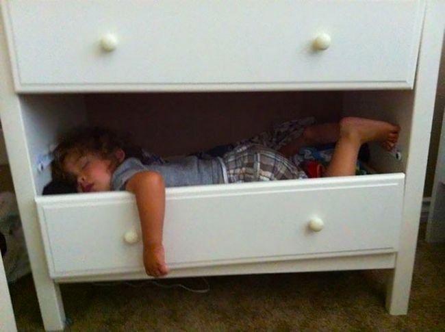 criancas-dormindo-qualquer-lugar-12