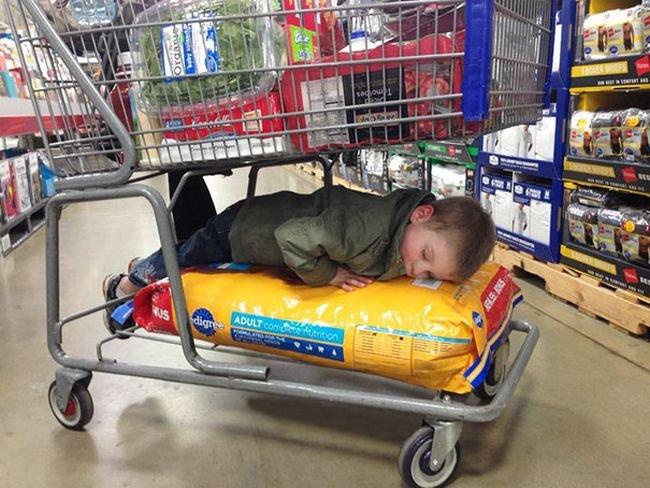 criancas-dormindo-qualquer-lugar-15