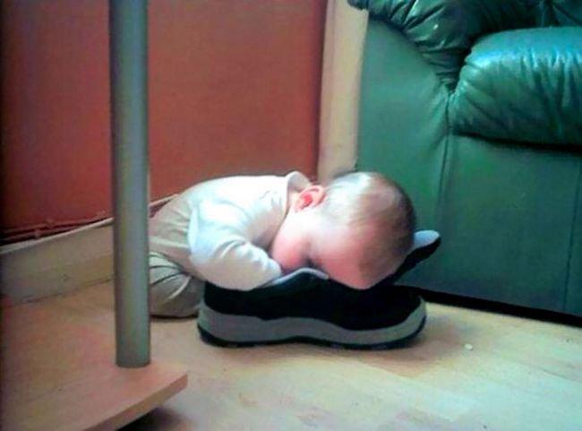 criancas-dormindo-qualquer-lugar-2