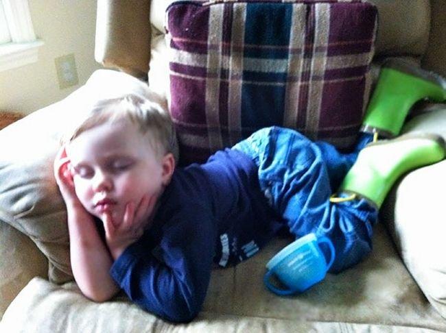 criancas-dormindo-qualquer-lugar-7