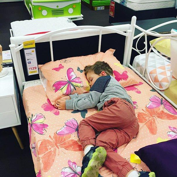 criancas-dormindo-qualquer-lugar-x