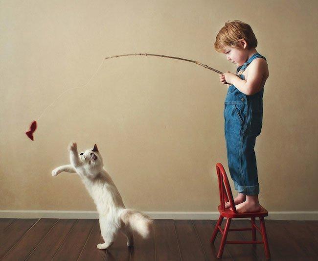 criancas-brincando-gatos-17