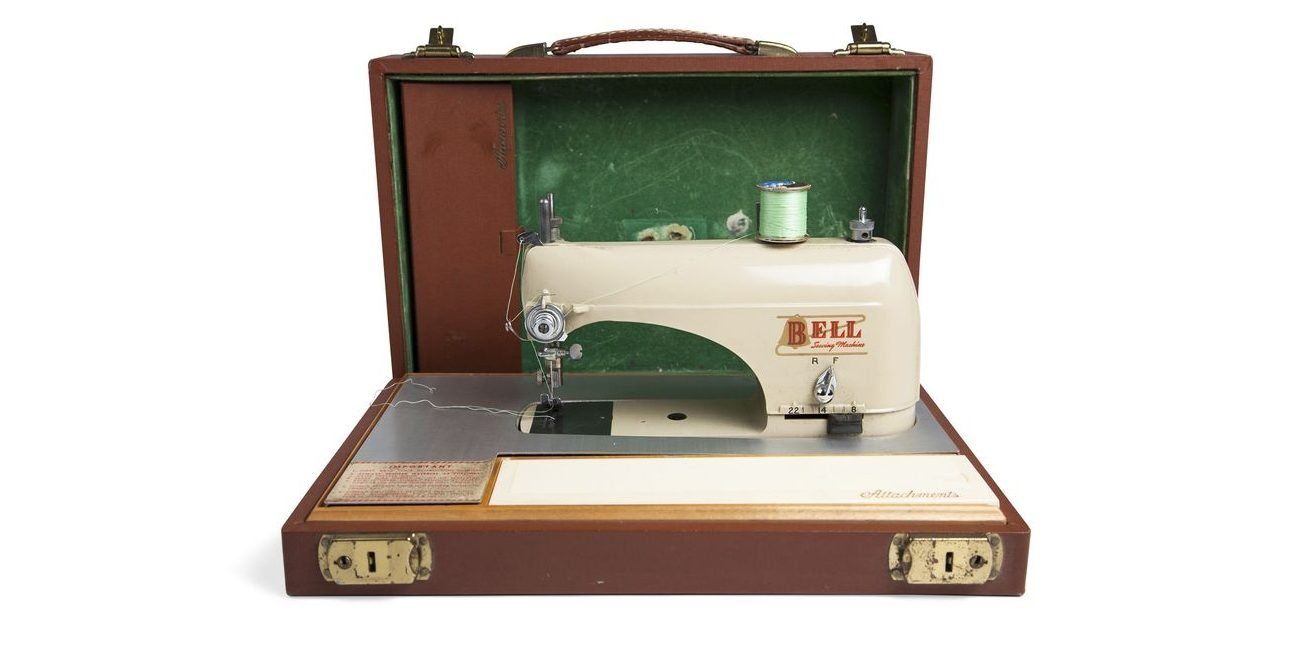 45 antiques found in attics that could turn out to be a treasure portable sewing machine 2 e1555987443166.jpg?resize=1200,630 - 45 Antiques Found In Attics That Could Turn Out To Be A Treasure!