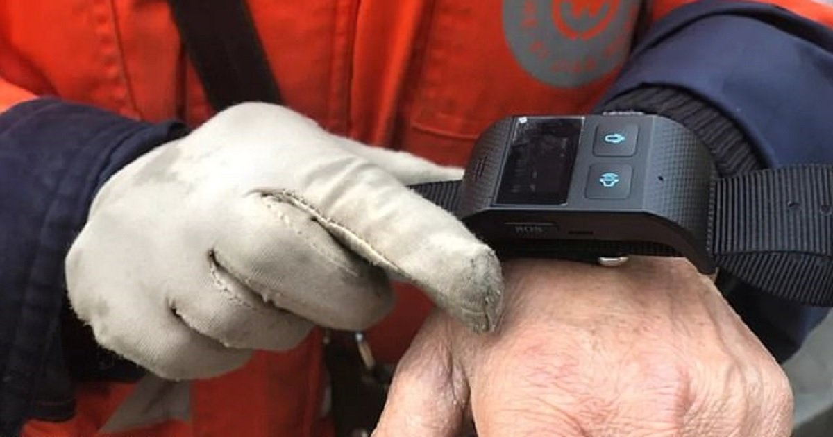 b3 10.jpg?resize=412,232 - Street Cleaners In China Are Required To Wear GPS-Tracking Bracelets