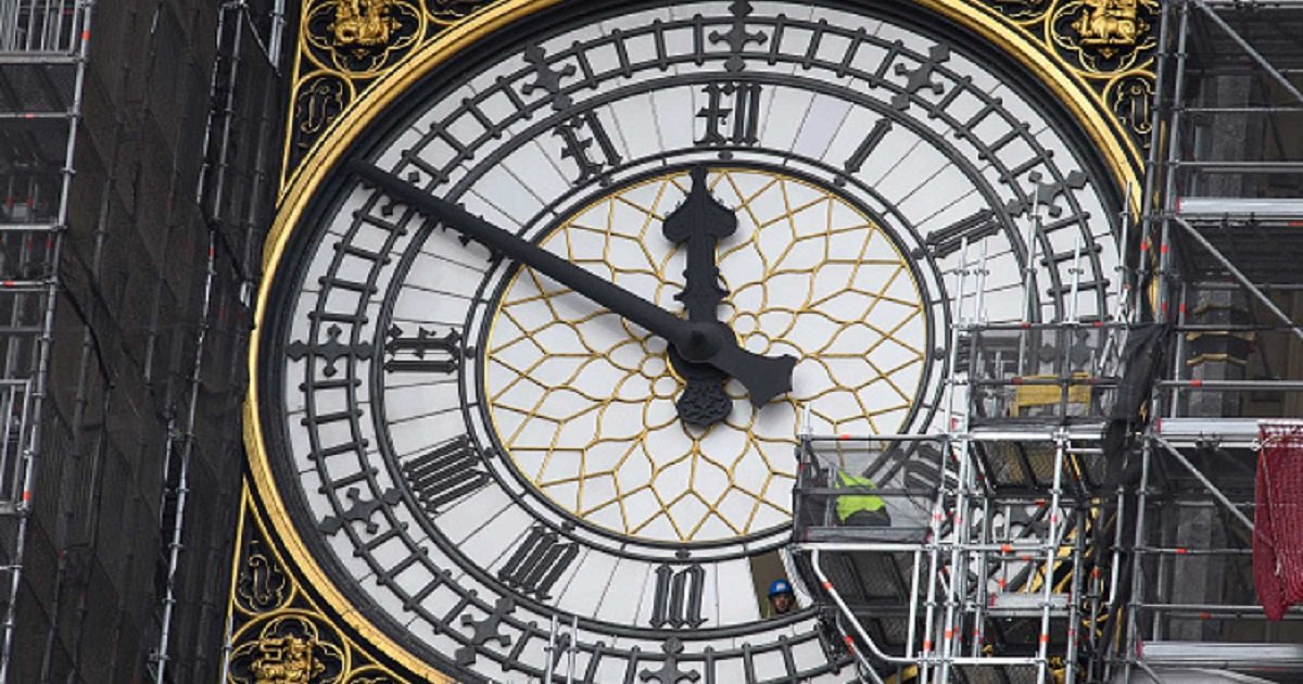 c3.jpg?resize=412,232 - British Schools Forced To Remove Analog Clocks Because Students Can't Read Them
