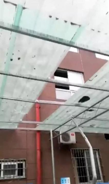 マンション26階から6歳女児が転落…自分で起き上がり立ち去ろうとする―重慶市