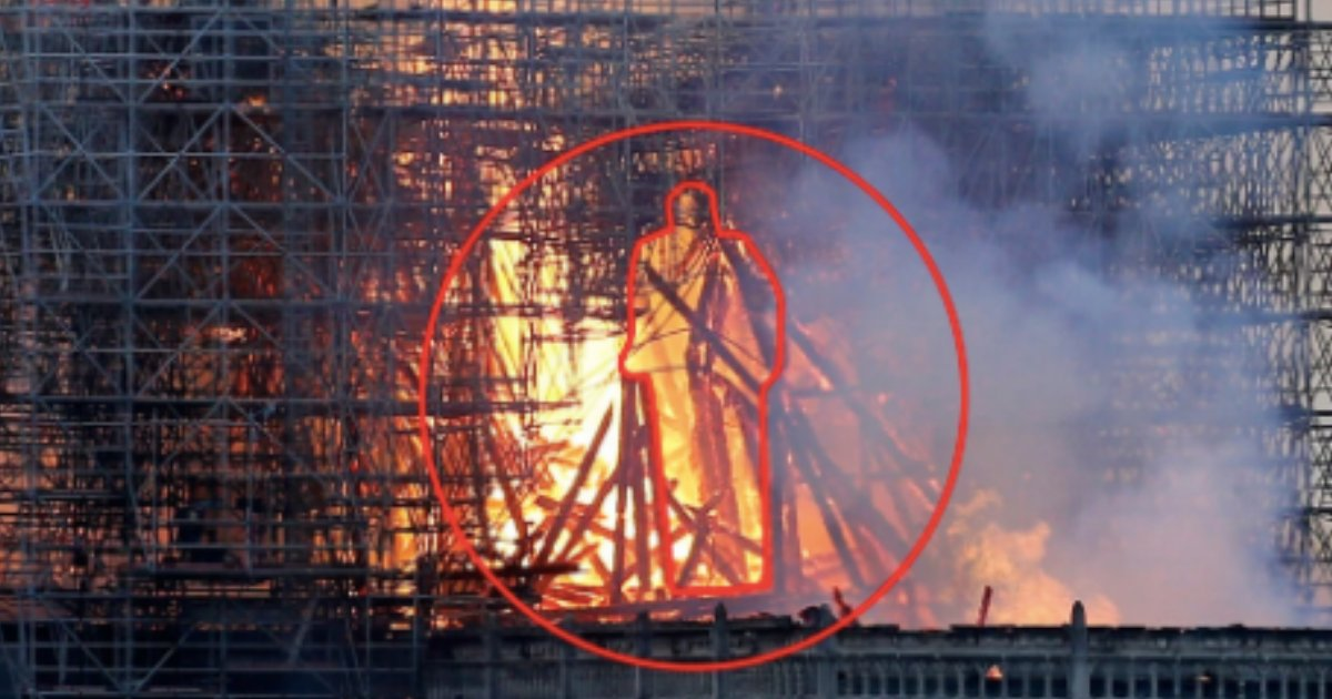 s3 14.png?resize=1200,630 - Notre Dame's Smoke Appears Showing Spiritual Royalty of Jesus's Silhouette