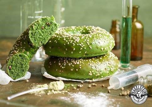 xvmc75943b8 5d1d 11e9 8592 2e68e187fb35.jpg?resize=412,232 - Le 20 Avril, la franchise Bagelstein va proposer des bagels au cannabis pour la journée internationale de la marijuana!