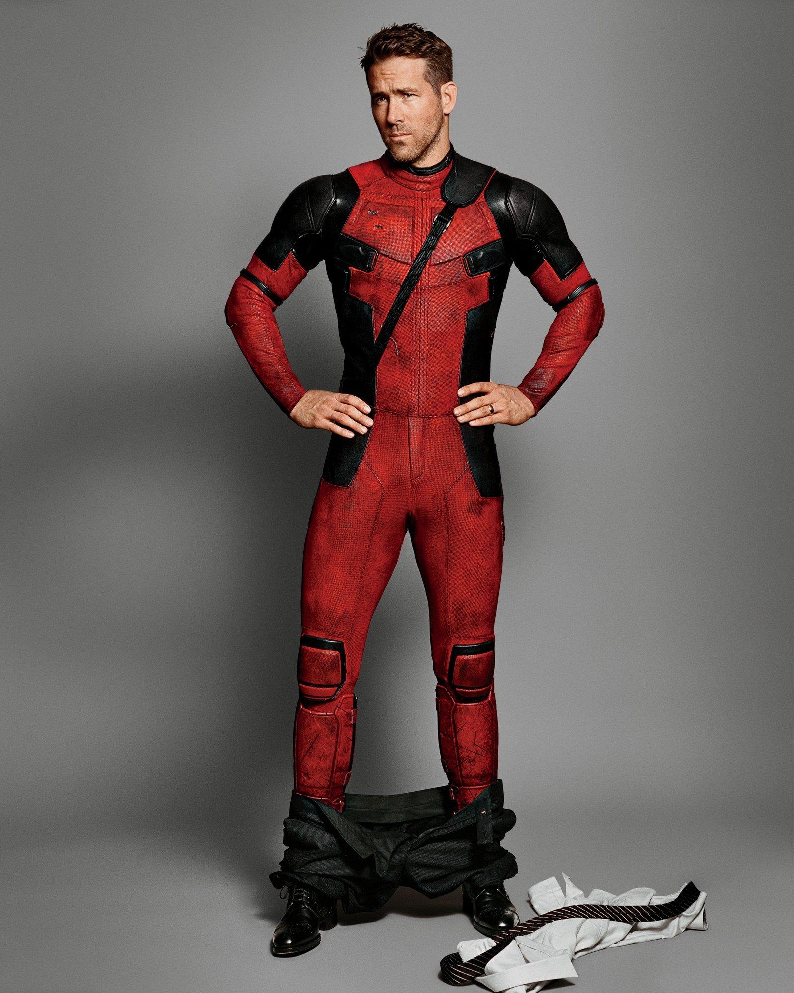 Resultado de imagen de ryan reynolds deadpool suit