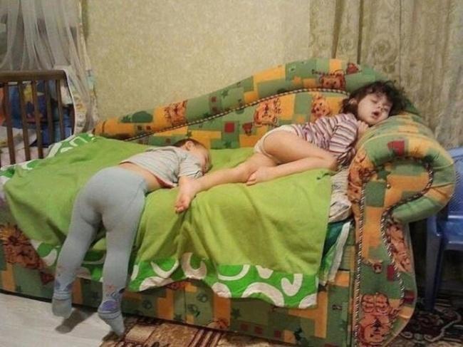 criancas-dormem-qqr-lugar-9