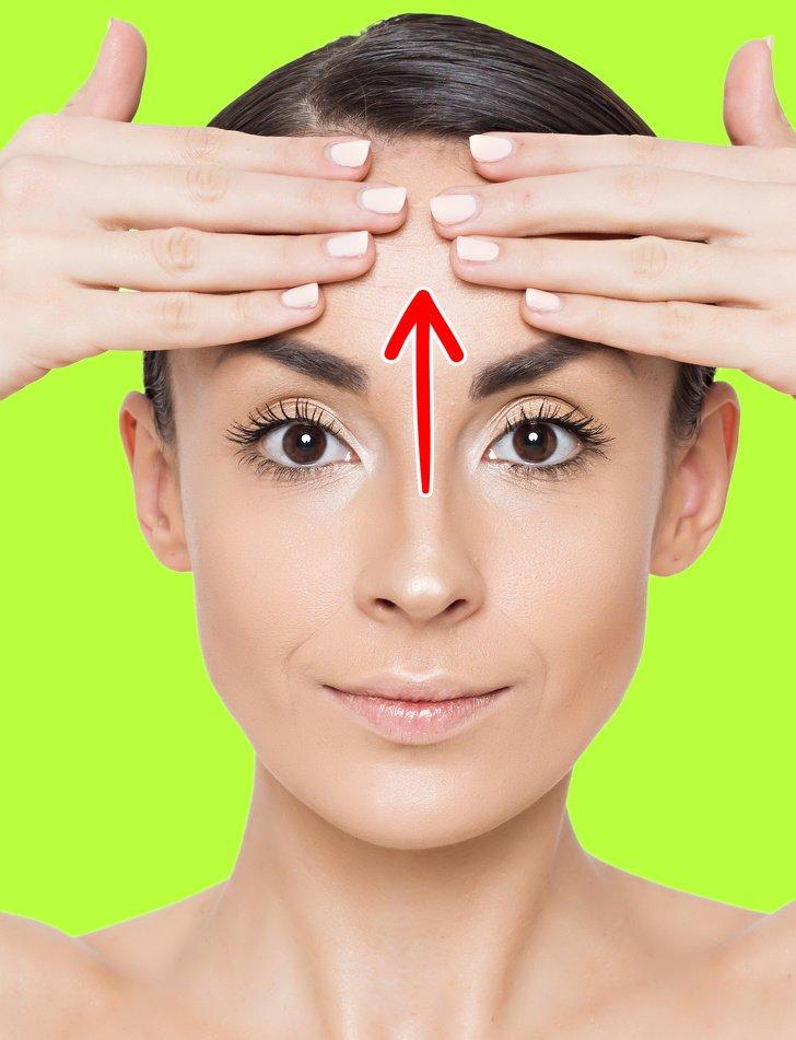 7 Ejercicios antiarrugas que pueden quitarle años a tu rostro