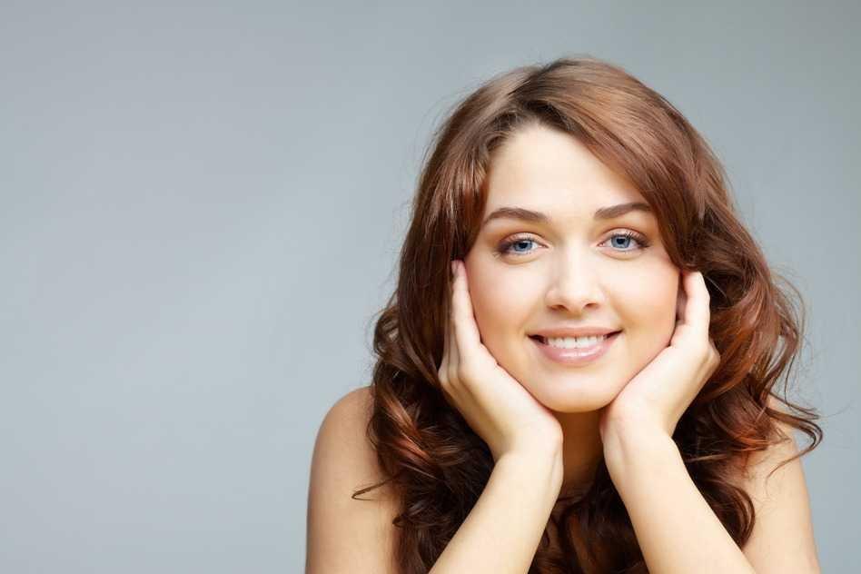 Resultado de imagen de chica sonriendo