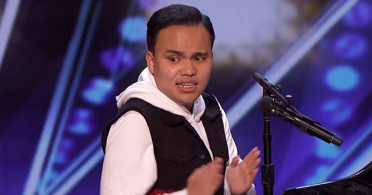 blind autistic singer got talent.jpg?resize=412,232 - Un chanteur aveugle et autiste a laissé à tout le monde les larmes aux yeux dans l'émission America's Got Talent - un buzzer doré et une ovation debout pour sa performance étonnante