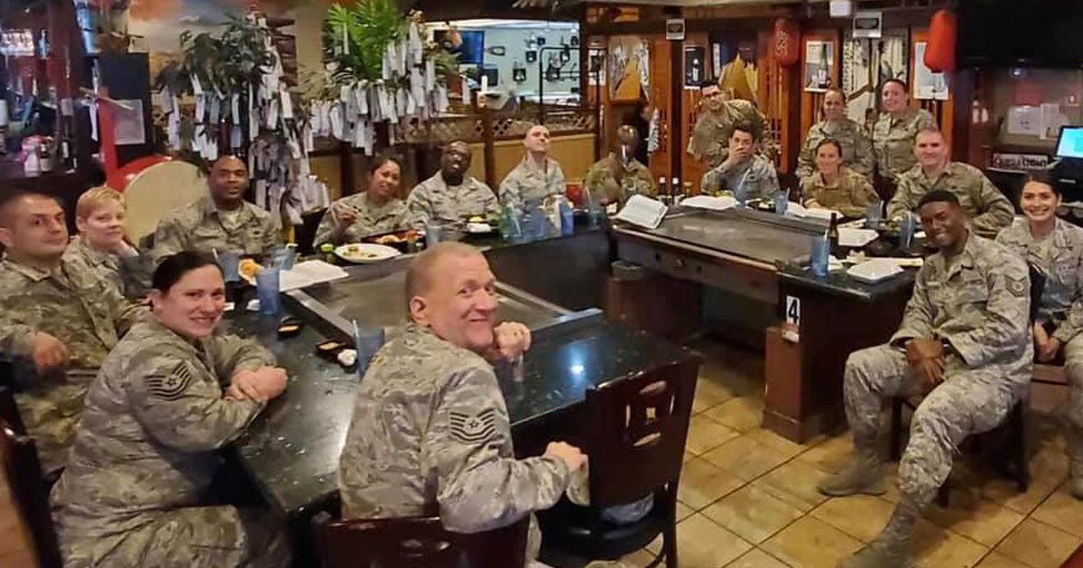 couple paid bill for military.jpg?resize=1200,630 - A Couple's Generous Deed For 18 Military Members Is Winning Everyone's Heart