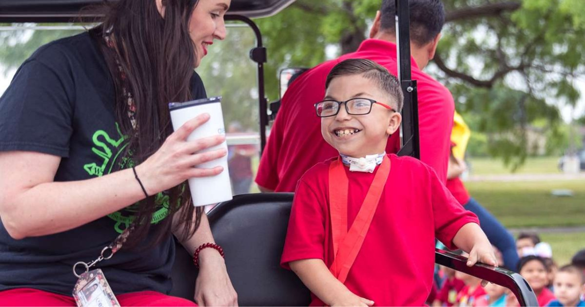 d5 18.png?resize=1200,630 - 9-year-old Cheered by a Parade While Leaving School For Heart Transplant