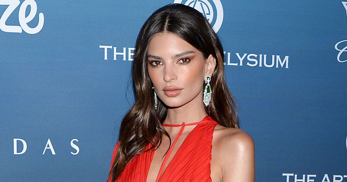 emily protest abortion.jpg?resize=412,232 - Emily Ratajkowski Shared A Nude Picture Of Herself To Protest Against Alabama Abortion Ban
