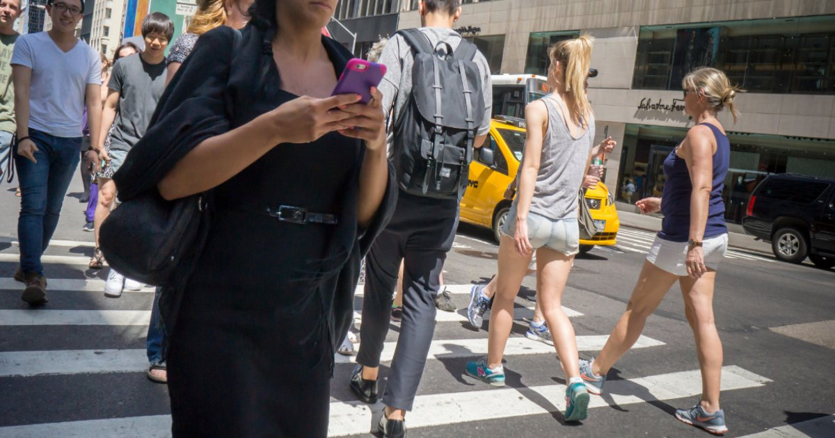 featured image 56.png?resize=300,169 - New York State Senate Introduced A Bill To Fine Up To $250 To Pedestrians Who Text While Walking