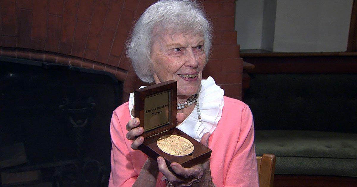 fromer spy gets medal.jpg?resize=1200,630 - Former World War II Spy Received The Congressional Gold Medal