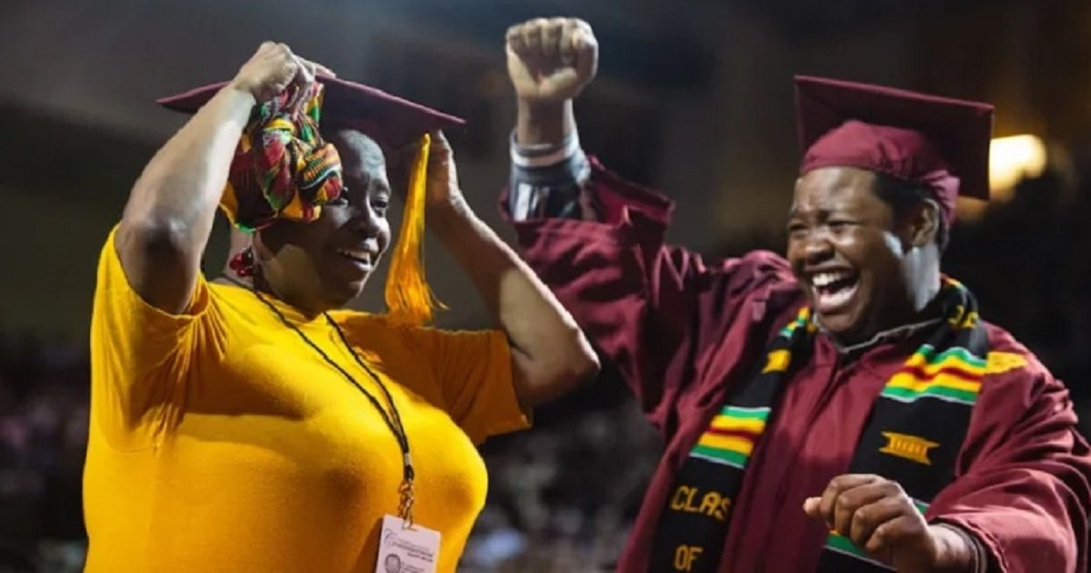 g3.jpg?resize=300,169 - Mom Skipped Her Own Graduation To Attend Her Son's But There Was A Surprise Waiting For Her