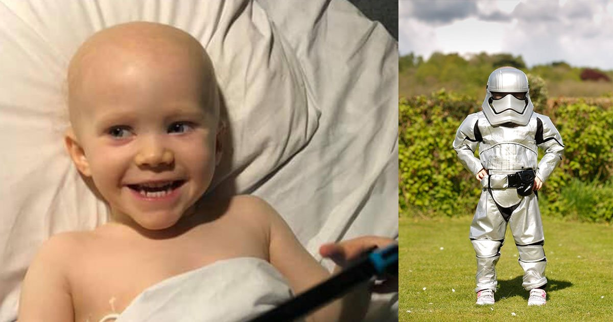 heartwarming video shows little girl ringing hospital cancer bell wearing stormtrooper costume.jpg?resize=1200,630 - Vidéo réconfortante d'une petite fille à l'hôpital portant un costume de Stormtrooper