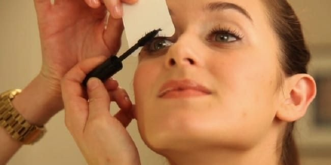 mascara e1558796528733.jpg?resize=1200,630 - 55 Secret Beauty Hacks From Makeup And Hair Pros