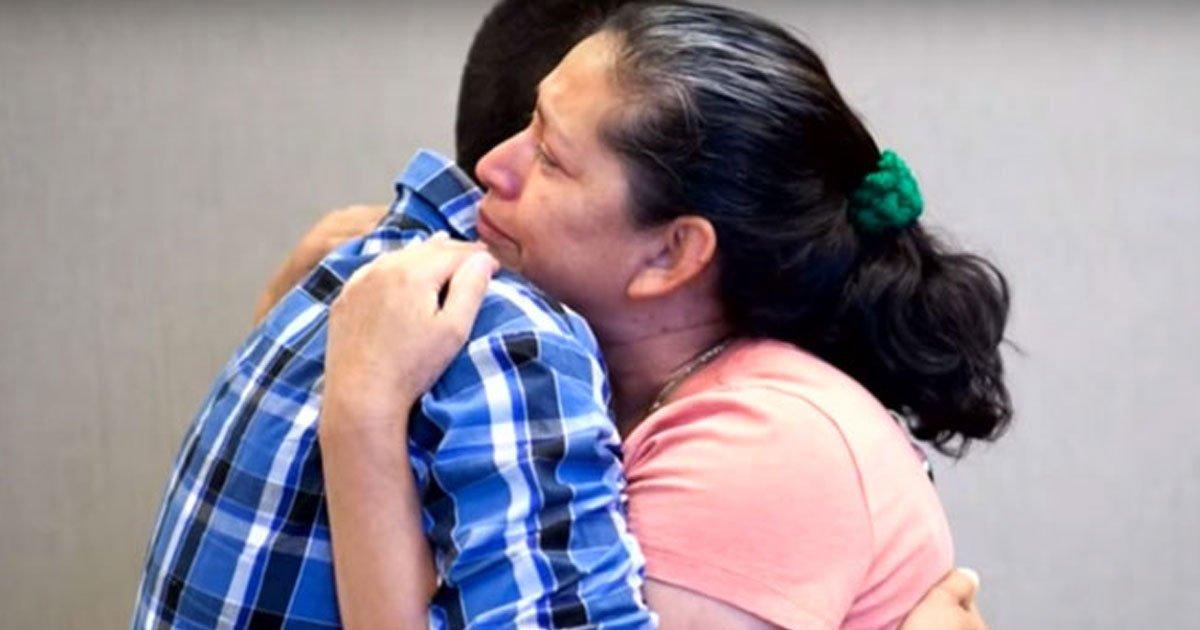 mother son reunited 21 years.jpg?resize=412,232 - Une mère est enfin réunie avec son fils qui a été enlevé par son père il y a 21 ans