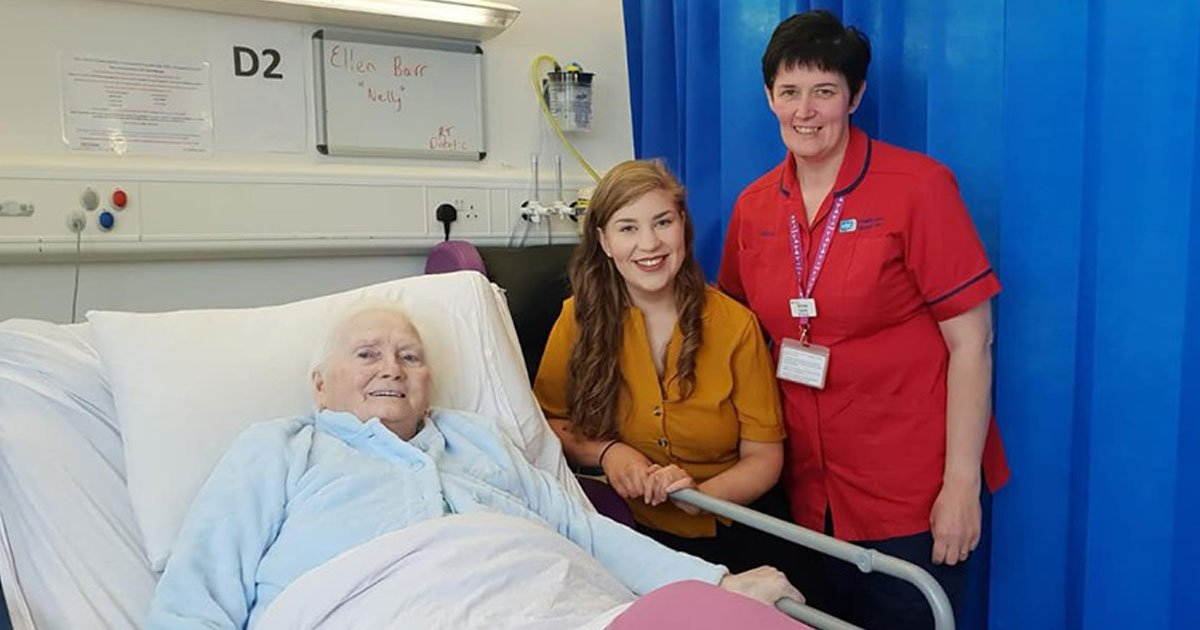 nurse sings for patients.jpg?resize=1200,630 - Nursing Student Sang 'Amazing Grace' After Her Elderly Patient Asked Her To Sing Her Favorite Hymn