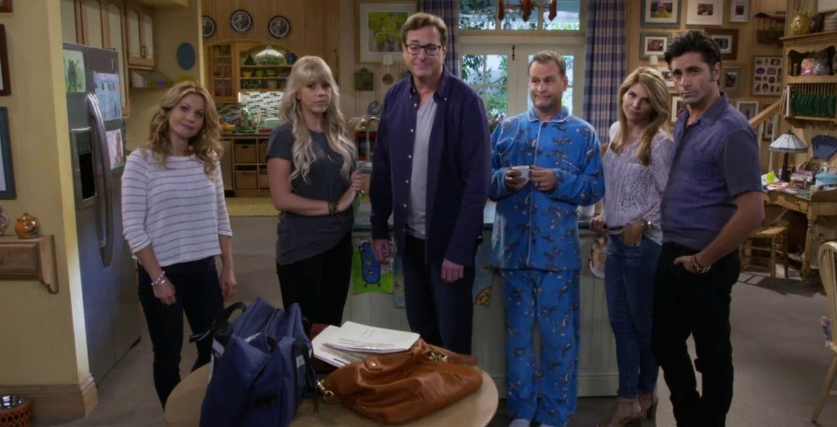 olsen cast.jpeg?resize=412,275 - 10+ Things That People Never Knew About The Olsen Twins' Relationship With The 'Full House' Cast
