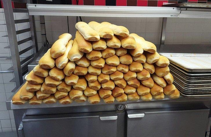 Qué cambios ocurren entucuerpo sidejas decomer pan