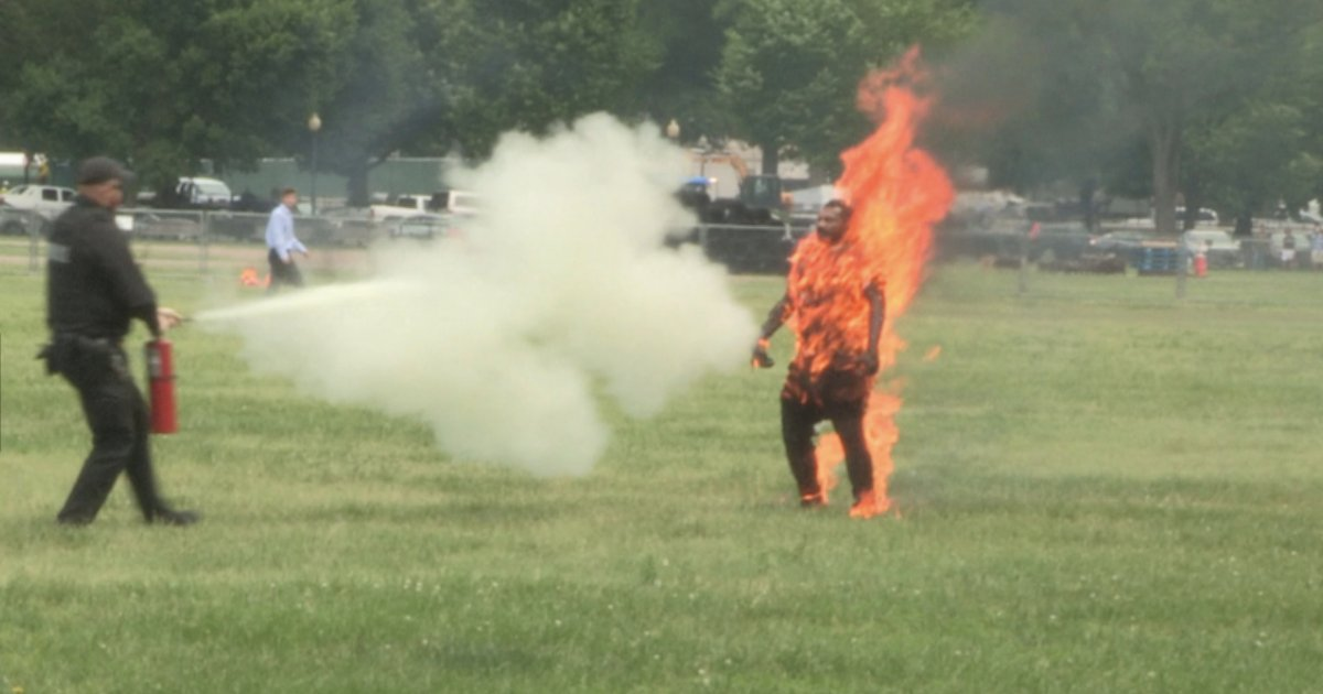 s4 20.png?resize=1200,630 - Man Tried To Take His Own Life By Setting Himself On Fire In Front Of The White House