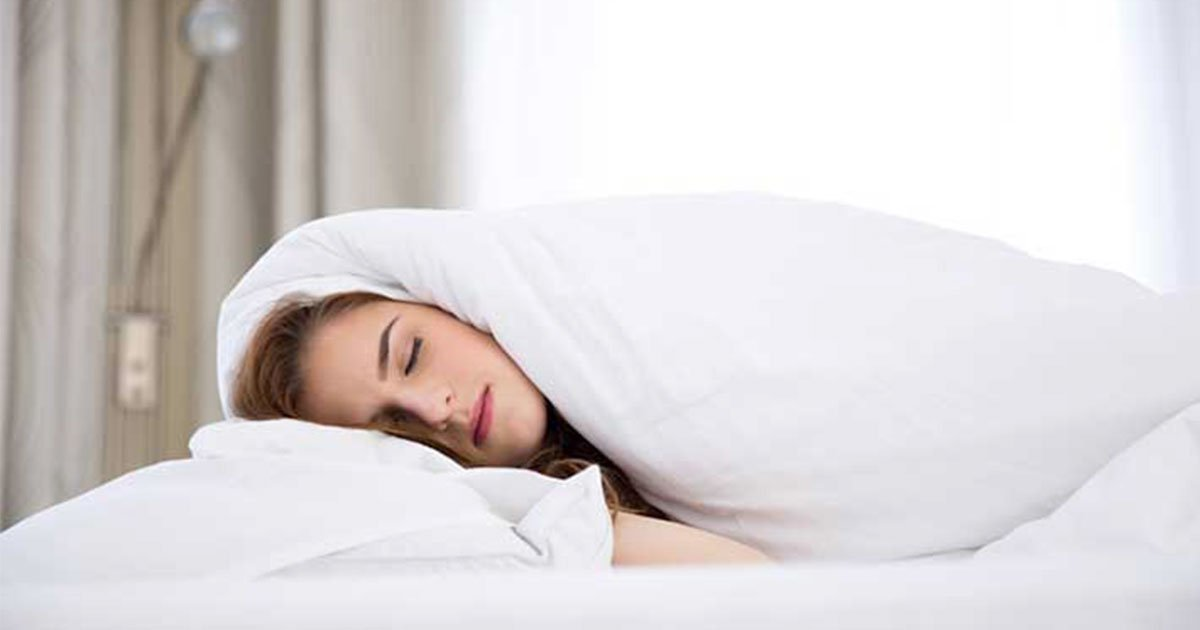 sleeping with a weighted blanket relieves stress and anxiety.jpg?resize=412,232 - Sleeping With A Weighted Blanket Can Relieve Your Stress And Anxiety