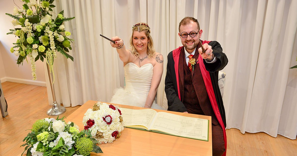 the couple who are harry potters superfans throw hogwarts themed wedding.jpg?resize=412,275 - A Couple Who Are Harry Potter's Super-Fans Threw Hogwarts-Themed Wedding