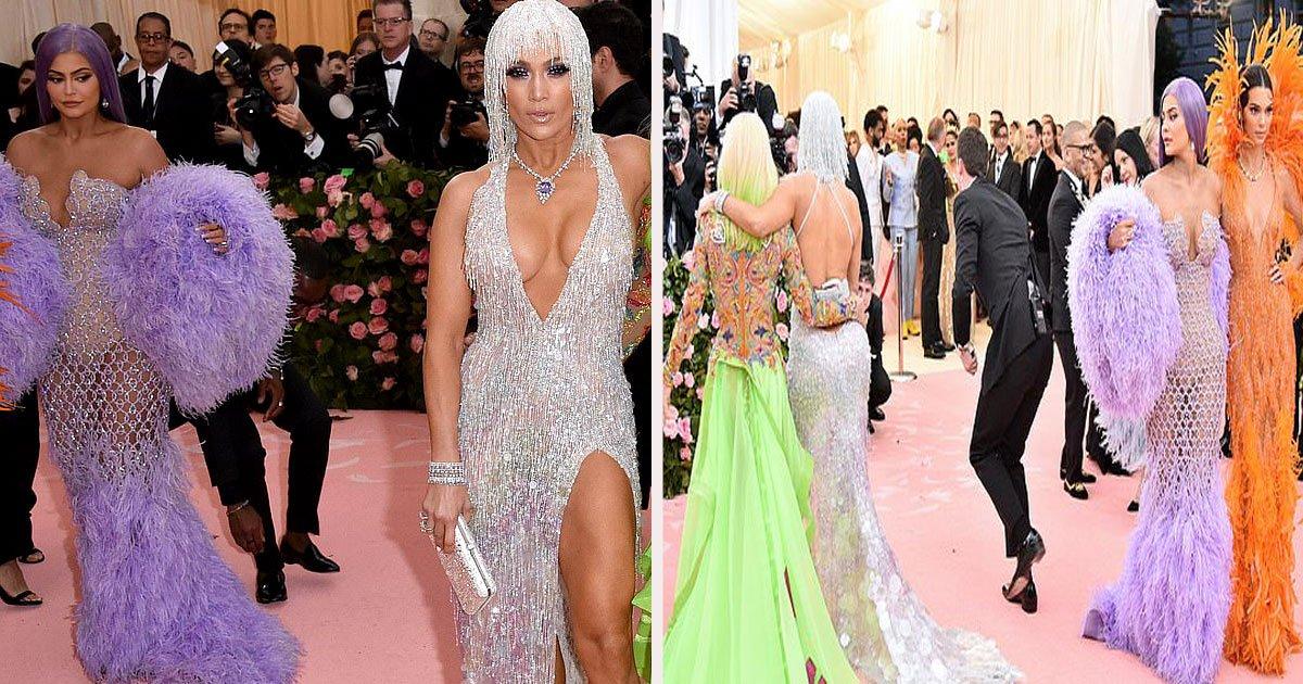 untitled 1 17.jpg?resize=300,169 - Kylie Jenner surprise en train de regarder les célèbres fesses de Jennifer Lopez lors du Met gala