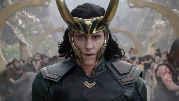 El actor Tom Hiddleston interpretando al personaje de Loki para la saga de Thor