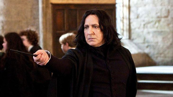 El actor Alan Rickman interpretando al personaje de Severus Snape en la saga de Harry Potter
