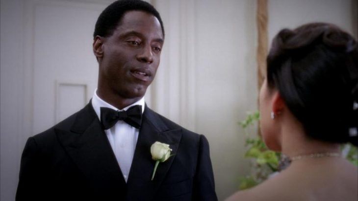 El actor Isaiah Washington interpretando a Preston Burke en la serie Grey