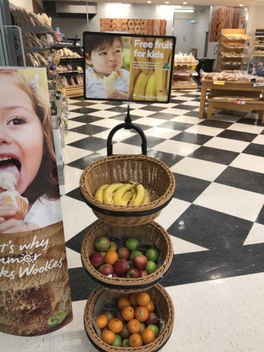 Australia supermercados regalan fruta